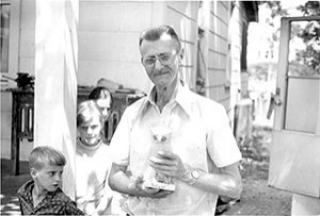 Edgar Tolson and his children, late 1960s