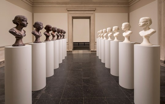 Janine Antoni, Lick and Lather, 1993. Complete set of fourteen busts: seven chocolate and seven soap on fourteen pedestals